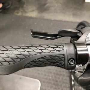クロスバイクの「グリップ(ハンドル)」がズレる時の解決策