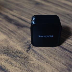 スマホとPCを同時急速充電!とても賢い急速充電器「RAVPOWER RP-PC133」