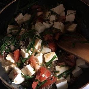 実家から野菜が送られてくるので何とかしなければならない【26】 ~「何食べ」のニラトマト麻婆豆腐~