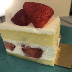ソコヌケニアカルイ 苺のショートケーキ
