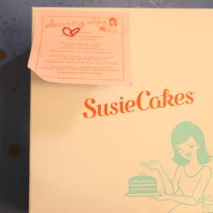 ソコヌケニアカルイ Susie cakesのカップケーキ