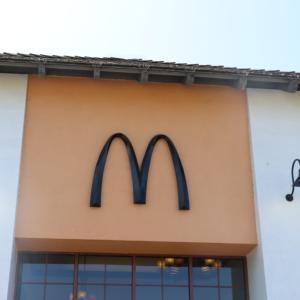 ソコヌケニアカルイ 世界で1つの黒いロゴのマクドナルド