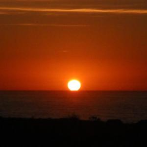 ソコヌケニアカルイ だるま夕日と大晦日
