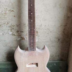 新しいギター Guitar color is a little different