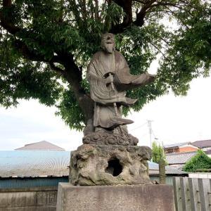 須賀神社と猿田彦像 猿田彦神様
