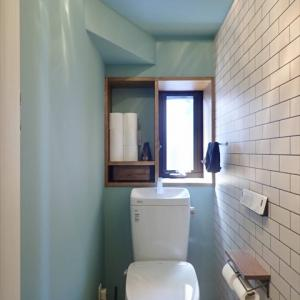 Web内覧会 隠れ家みたいな階段下トイレ編 壁紙や床 収納 照明など選んだもの