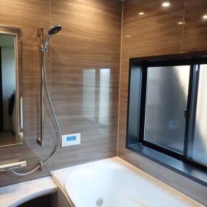 リクシルのお風呂アライズを選び拘った点 壁パネル全面張り等オプションの価格は?