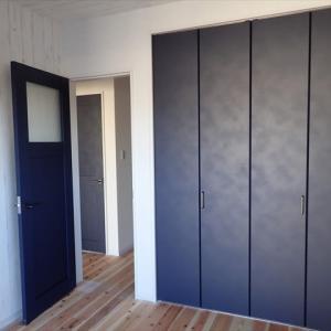 リクシル室内ドア『ヴィンティア』の施工例・枠色!ネイビー黒グリーンの見比べ
