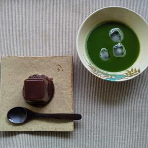 水羊羹に冷茶がぴったりな猛暑日
