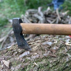 斧1本で野営してみて分かった!無人島に刃物を持って行くならナイフ?それとも斧?