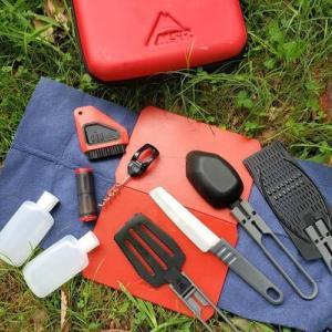 キャンプに持っていく調理器具は何でも入ってるMSRのキッチンツールセットが便利です!