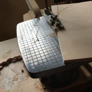 糸鋸でトールペイントの材料をカット 公民館でトールペイント