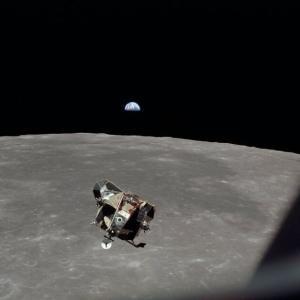 韓国・反応 アポロ11号着陸船月と衝突?今も月回っている