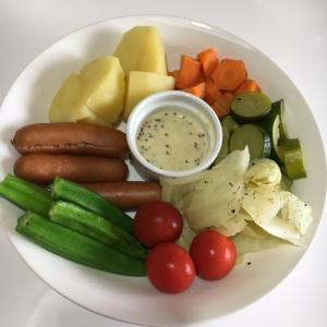 評判の温野菜サラダとバトンが!