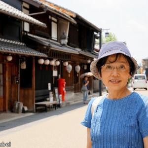 日本 背景は岐阜市河原町の家並み