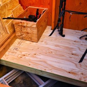 自転車用ガレージの床部分を作製
