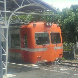 つけナポリタン色の岳南電車に乗って