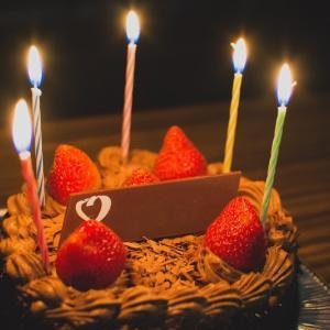 【コロナショック】ケーキ屋も開いてない。コンビニケーキで祝う、誕生日。