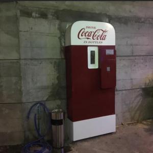 プノンペンに行ったらコカ・コーラ自販機?目指して隠れ家BAR【BattBong】へ