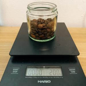 コーヒー豆の計量にはスプーンよりスケールを使用した方がいい理由