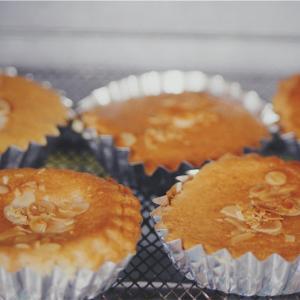 外出自粛はじめてのお菓子づくりはアーモンドケーキで。