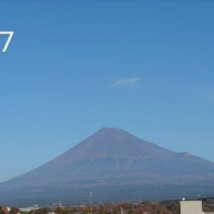 やっと雪をかぶった富士山だけど・・