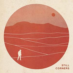 ドリームポップ・デュオ  Still Corners(スティル・コーナーズ)、「White Sands」のリリック・ビデオを公開&ニューアルバムは本日リリース!!