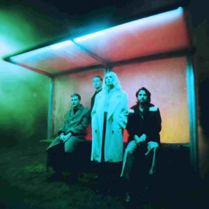 Wolf Alice(ウルフ・アリス) 最新アルバム『Blue Weekend』から「Lipstick On The Glass」のミュージックビデオを公開!!