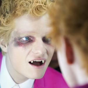 Ed Sheeran(エド・シーラン)新曲「Bad Habits」をリリース&吸血鬼に扮したMV公開!!
