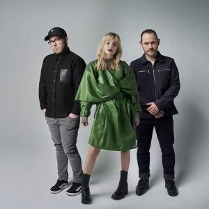 CHVRCHES(チャーチズ)、Robert Smith(ロバート・スミス)とのコラボ曲「How Not To Drown」をリリース&ニューアルバムは8月発売!!