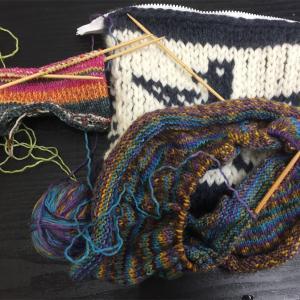 同時進行 編みかけの小物
