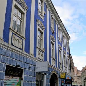 青い窓 窓のある風景|クロアチア-ザグレブ