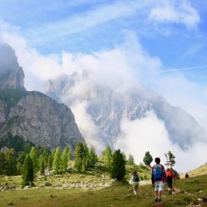 【ドロミテ子連れトレッキング7】イタリアの名峰サッソルンゴ西麓を反時回りに進む