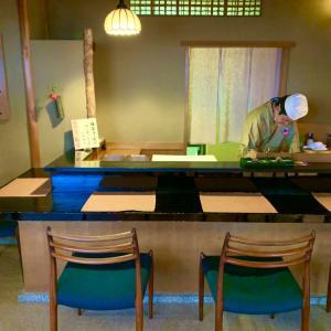 職人さんの京菓子作りを見学できる鶴屋吉信「菓遊茶屋(かゆうぢゃや)」