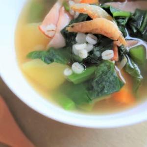 ツルムラサキと根菜のスープ