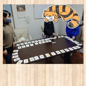 遊びながらセンテンスを繰り返す。 南相馬市の絵本とねこの英語教室