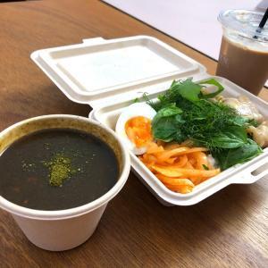 表参道COMMUNEでチャイとブラックカレー。「URN chai & tea」(表参道)