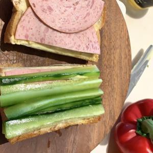 丁寧に作るサンドイッチ