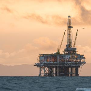 【初心者向けに解説】原油価格の決まり方と経済への影響