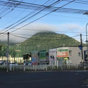 山に雲がかかっていました、、