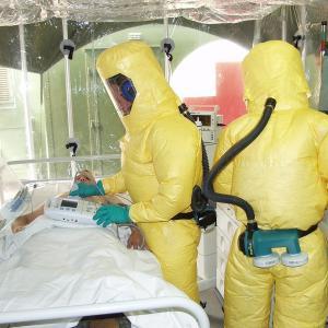 エボラ出血熱治療薬「レムデシビル」のスピード特例承認 副作用や値段は?