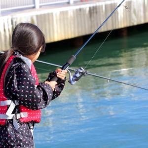 【初心者】堤防や漁港で釣りをする際の注意点とは?安全に釣りを楽しもう!