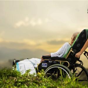 介護福祉士とは!?これから日本は高齢者だらけ。てか、今がそう!笑笑