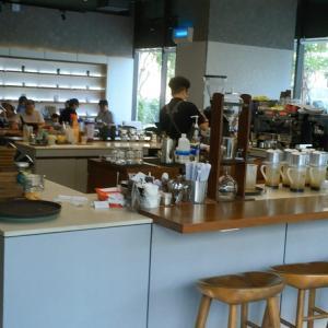 ホーチミン10区「A'dor Cafe(アドールカフェ)」は開放的なカフェで長居にぴったり♪