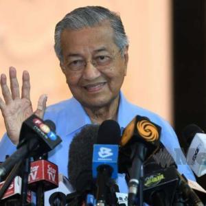 マハティールさんがPPBM党の議長に再選された。