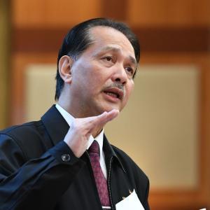朗報、マレーシア、帰国者の隔離期間短縮検討