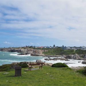 ベンチのある景色 海のある風景と見事にマッチ ~南アフリカ~