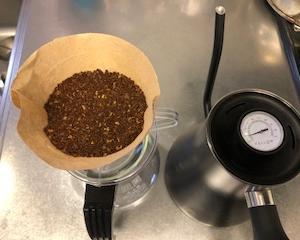 なぜアイスコーヒーの方が値段が高いのか?