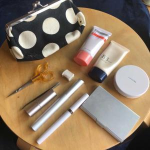 化粧品もシンプルにすると、出費が減ります
