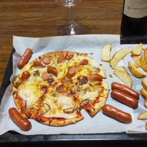週末のワインに合う簡単レシピ~市販のピザをお家で美味しく